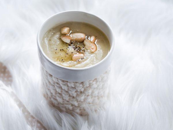 Potage blanc au céleri-rave et au chou-fleur