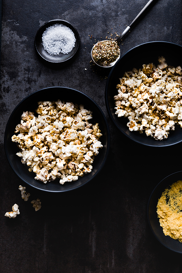 Za'atar & Olive Oil Cheezy Vegan Popcorn