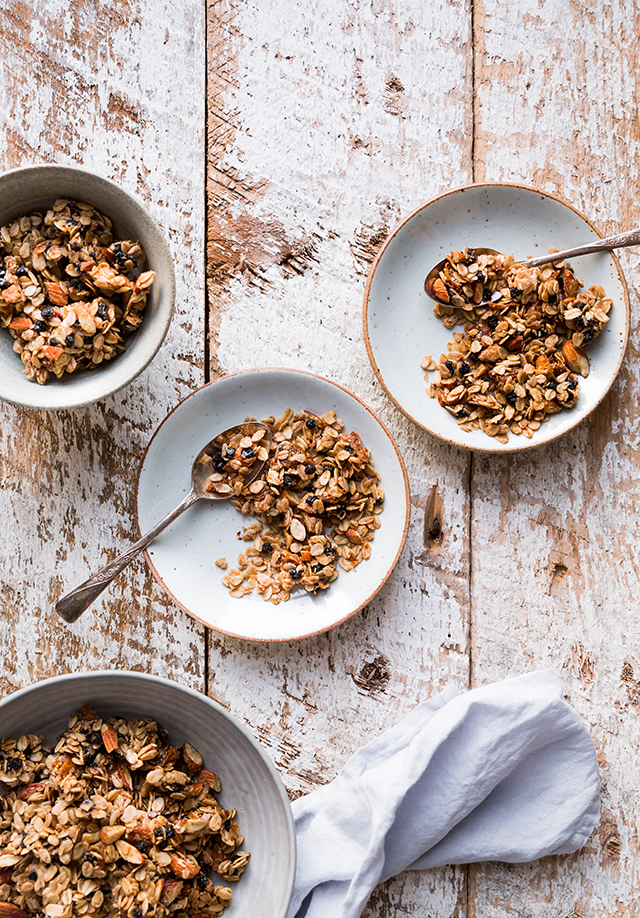 Blueberry and Figs Vegan Granola