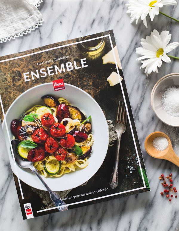 Ensemble, cuisine gourmande et colorée